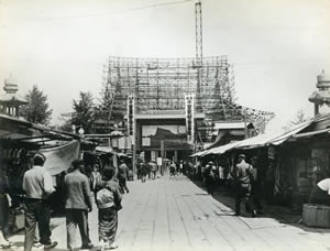 現本堂の上棟式(昭和27年:1952)。