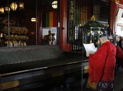 ご宝前において浅草神社神職による祝詞が奏上される。