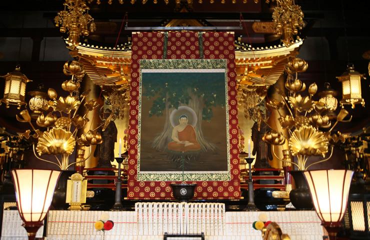 菩提樹の下で悟りを開かれるお釈迦さまが描かれた「成道図」。